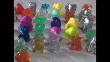 DIGILOCOS - COCA COLA : La colección quizás más sofisticada de todas. Se trataba de miniaturas en plástico duro con tonos transparentes semejantes al cristal. Debías juntar las tapas y canjearlos.
