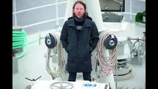 LUCHA CONTRA EL CAMBIO CLIMÁTICO. Thom Yorke tiene un fuerte compromiso con la defensa del medio ambiente. Colabora con Greenpeace y es portavoz de la campaña The Big Ask. Incluso viajó a bordo del Rainbow Warrior 3, barco que defiende al océano de la contaminación.