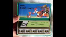 MINI PIANO: Este juguete iniciaba en la música a cientos de niños. Una batería difícil de cambiar, pero muy entretenido.