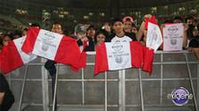 Oxígeno se hizo presente con banderas peruanas