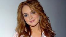 Una estrella que se apagó con las drogas y el alcohol fue Lindsay Lohan. La actriz se declaró en el 2012 en bancarrota. Afortunadamente, logró dejar sus adicciones y ahora mantiene una vida más tranquila.