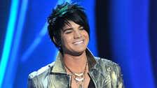 Adam Lambert partició en el reality de canto American Idol. Quedó en segundo lugar