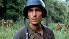 "Antes del filme de Mel Gibson, actuó en ""La delgada línea roja"" en 1998."
